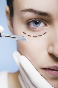 kosmetische chirugie mit skalpell